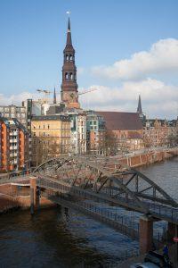 Blick auf Zollkanal und Katharinenkirche