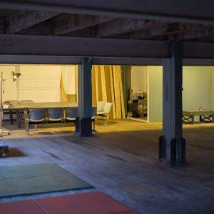 Leere Wände im Atelier