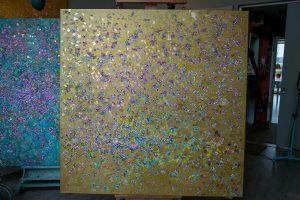 Zwei Variationen, eine in Gold, eine in lindgrün, beide 2 x 2 Meter